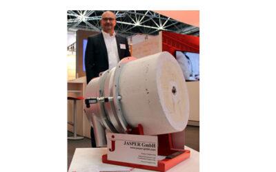 Burner with integrated continuous regenerator